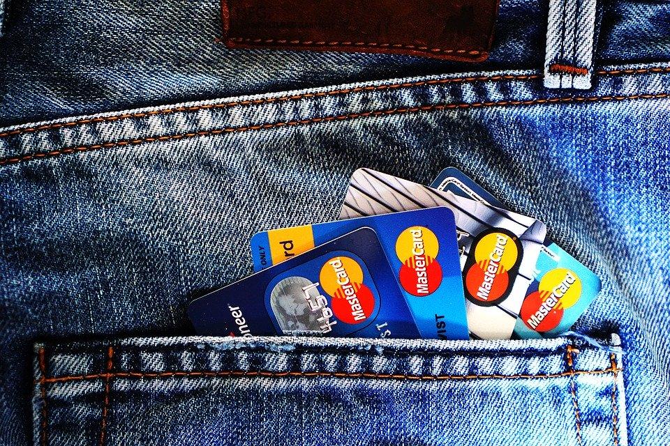 Betalingskort i Bukselomme