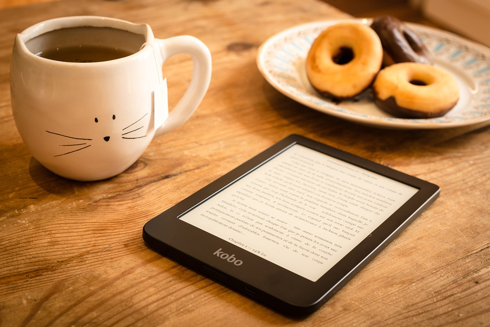 tablet, læsning, kage, tallerken, kop, te