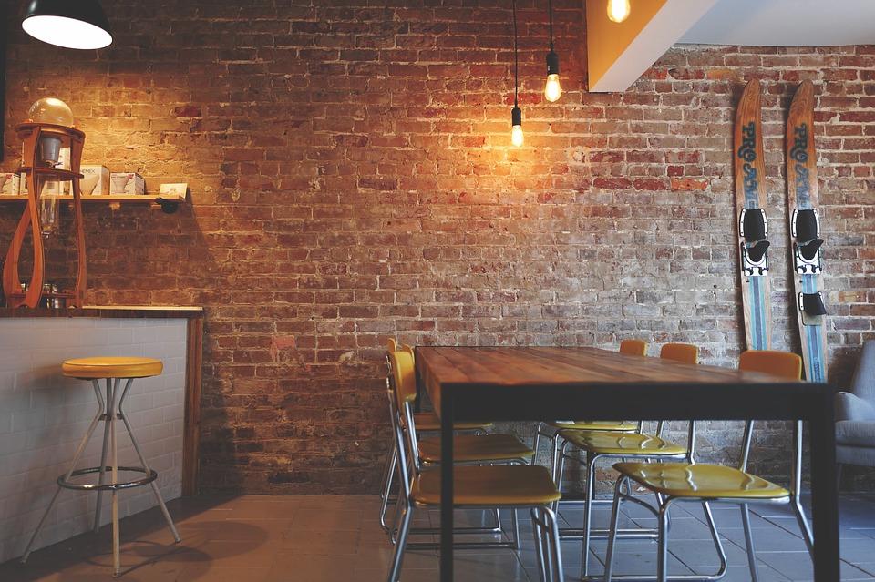 indretning, interiør, lamper, ski, stole, bord